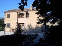 il giardino degli ulivi castelraimondo