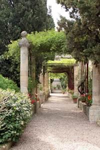 Les jardins de l'abbaye en nocturne