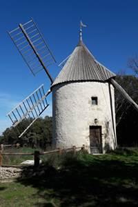 Balade insolite - A la découverte du gouffre des Espélugues et moulin à vent
