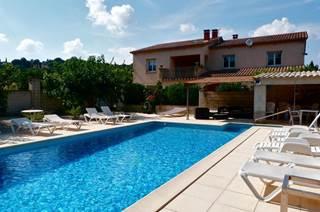 Appartement au 1er étage d'une maison avec piscine pour 6 personnes