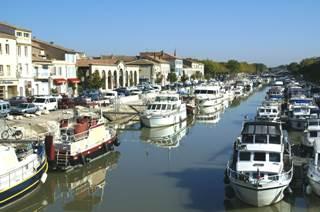 Connoisseur Le Boat