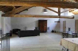 Les ANCIENNES ECURIES, situées dans une ancienne abbaye dans le hameau de Franquevaux pouvant accueillir 10 personnes