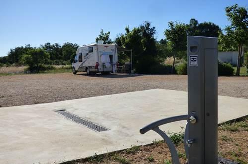 Aire communautaire de camping car de Fons sur Lussan ©