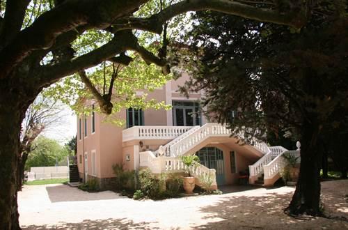 Le petit village de Combas où se situe la Villa Hanna a 600 habitants. Vous y trouverez le calme et la sérénité. ©