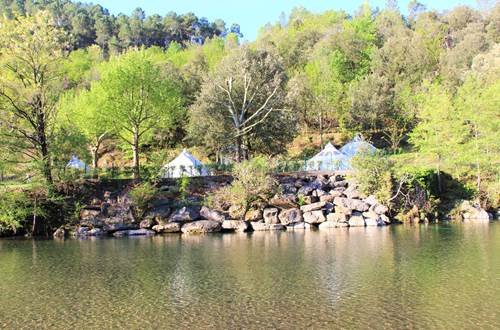 hébergements insolite vue rivière ©