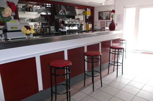 CHEVAL BLANC à UCHAUD bar ©