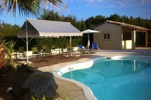 LE PRESIDENT Coin piscine terrasse ©