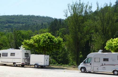 Aire de camping car d'Alzon ©
