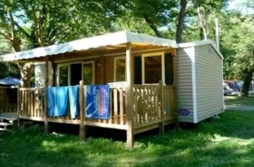 Un bungalow au Camping LES PLANS ©
