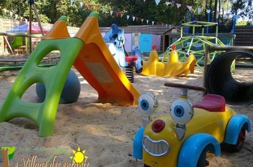 village des enfants à MONTAGNAC bac à sable ©