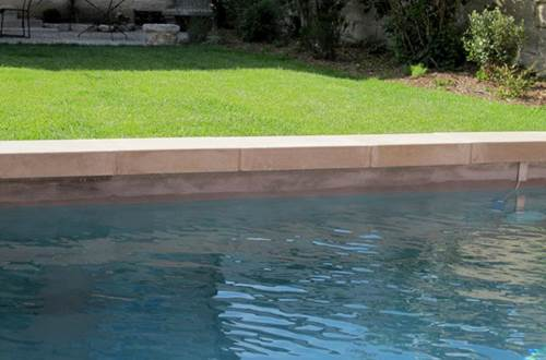 LA MAISON ROUGE D'UZES - piscine chauffée bassin romain  © LA MAISON ROUGE D'UZES