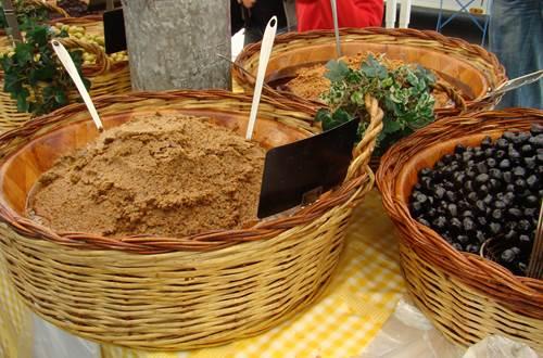 Marché traditionnel d'Aigues-Mortes ©