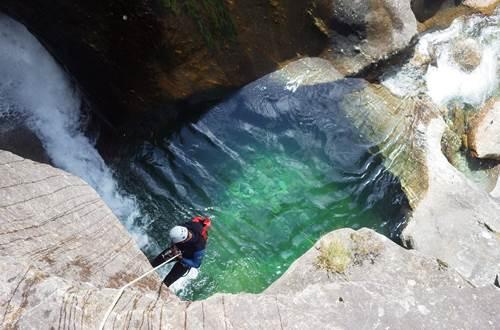 pierre et eau vue descente ©