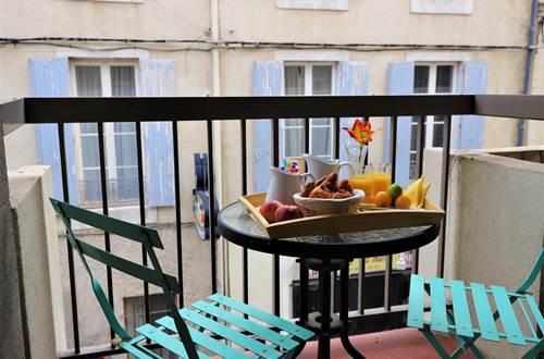 Hotel des Tuileries, Hotel 2* Nîmes Centre, chambre avec balcon ©