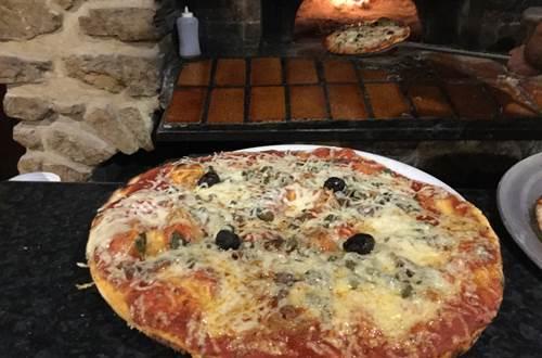 Pizza et four à pain © Restaurant l'Etincelle