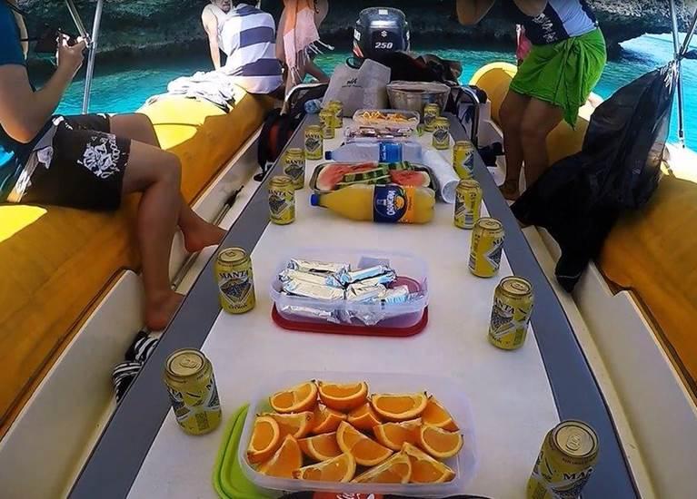 Goûter sur le bateau