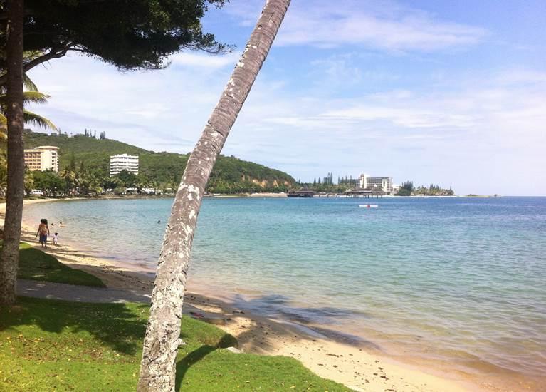 Détente sur la plage de l'Anse Vata