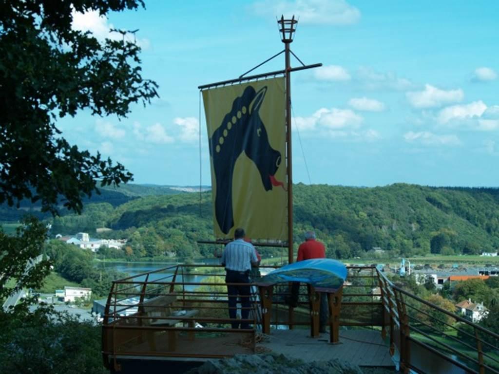 Installation drapeau Camp Romain